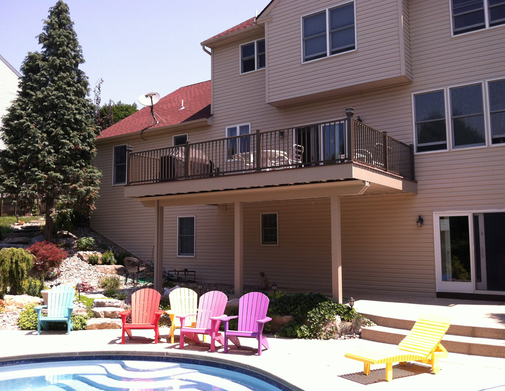 Poly Deck with Metal Railings